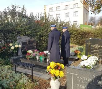 KP PSP w Pucku upamiętniła zmarłych komendantów na puckich cmentarzach