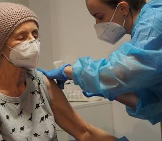 Rano rozpoczęły się szczepienia seniorów w szpitalu tymczasowym