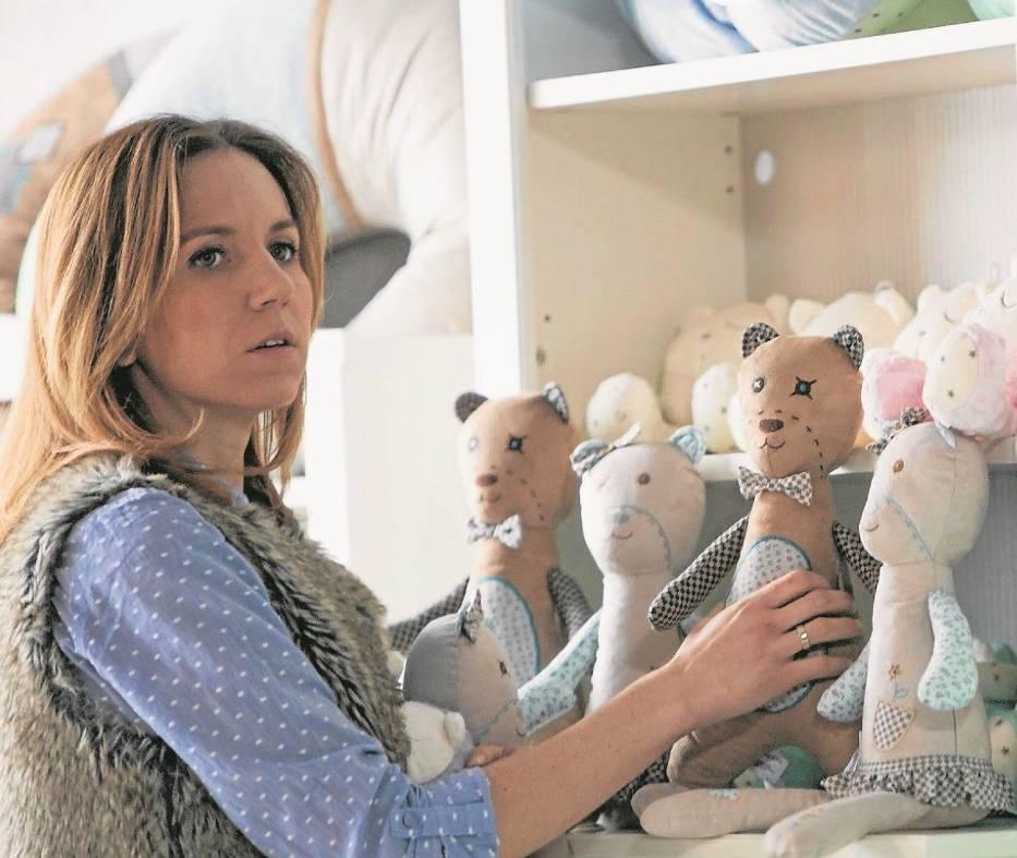 Anna Skórzyńska ze swoimi ukochanymi zabawkami, które stały się hitem sprzedaży w internecie