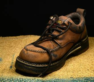 Masz niepotrzebne buty? Możesz oddać je osobom bezdomnym