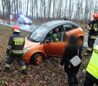 Zderzenie trzech aut na krajowej 12 obok Karczmy Borowej [ZDJĘCIA]