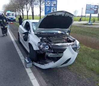 Gmina Miłoradz. Wypadek na DK 22. Po zderzeniu samochodu osobowego ze skuterem 2 osoby trafiły