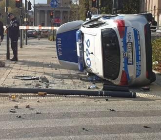Wypadek radiowozu na Żeromskiego. Ranni! FOTO