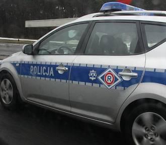 Policyjny radiowóz uderzył w barierki na autostradzie A2