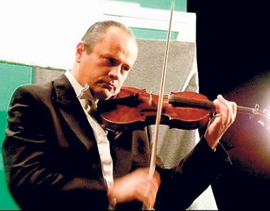 W postać Bronisława Hubermana wcielił się Paweł Nalepa, muzyk Śląskiej Orkiestry Kameralnej