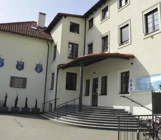 Władze Łowicza oddały szkole pijarskiej zakwestionowaną dotację