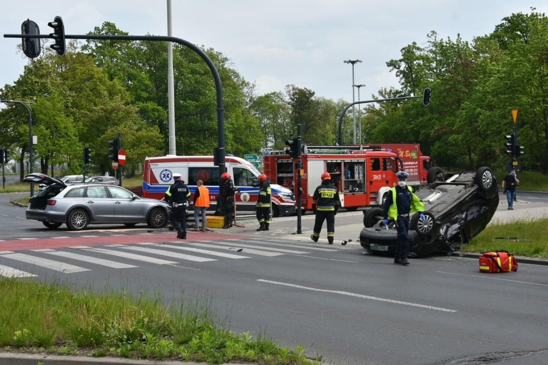 Obaj kierowcy byli trzeźwi, a choć rozbite auta - zwłaszcza polo - przedstawiały dość przerażający obraz, żadnemu z nich nic poważnego się nie stało
