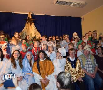 """W Grzybnie odbył się koncert świąteczny """"Zło dobrem zwyciężaj..."""" [ZDJĘCIA]"""