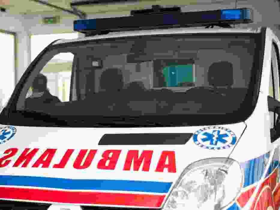 Mężczyzna ranny po wybuchu opony w zakładzie mechanicznym przy Demokratycznej trafił do szpitala
