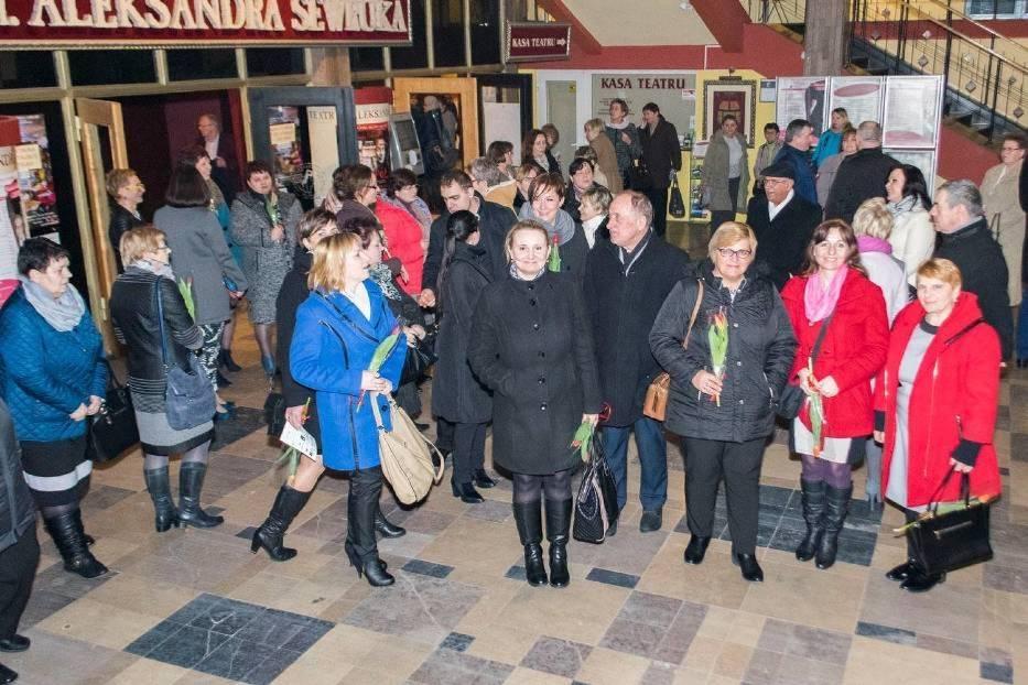 Wyjazd do teatru w Elblągu zorganizowany dla pań przez PSL powiatu malborskiego w 2016 roku