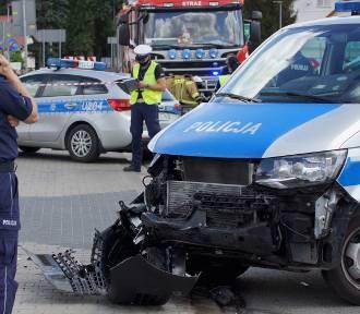 Prokuratura w Kaliszu: Zarzuty dla pijanego kierowcy, który staranował radiowóz. ZDJĘCIA