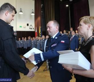 Ślubowanie nowych dolnośląskich policjantów. Pięcioro dostało przydział do Wałbrzycha (ZDJĘCIA)