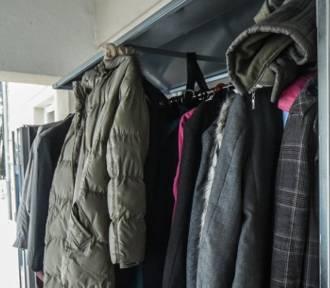 Służby Ratownicze proszą o przekazywanie kurtek dla bezdomnych