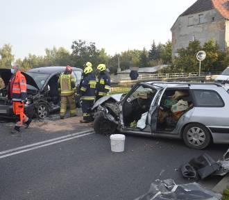 Poważny wypadek w Serbach pod Głogowem. DK 12 całkowicie zablokowana. ZDJĘCIA