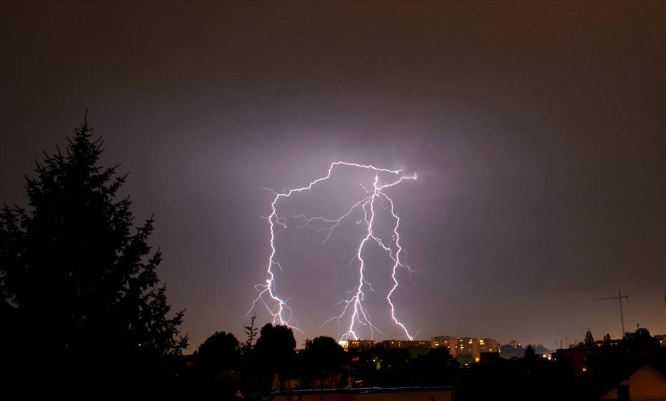 IMGW ostrzega: Nad Wielkopolskę nadchodzą burze i silny wiatr