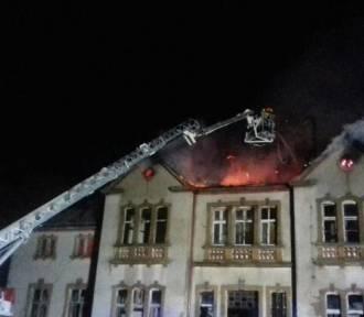 Gmina Czarne. Akt oskarżenia przeciwko 19-latkowi, który podpalił pałac w Domisławiu