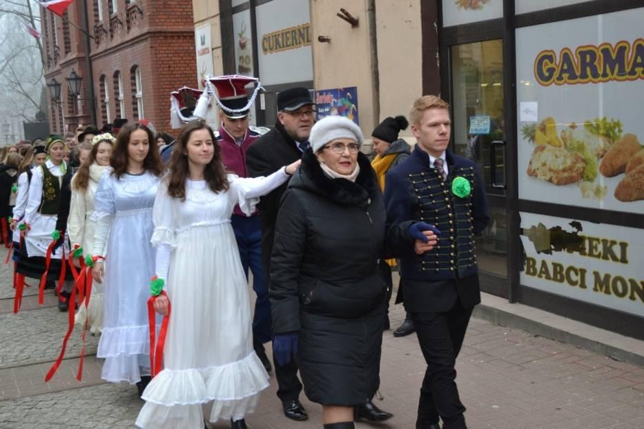 Polonez Maturzystów 2018 na kartuskim Rynku