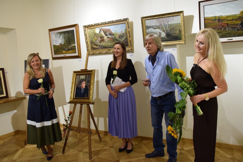 Wacław Kochanowicz zajmuje się malarstwem w technice oleju na płótnie