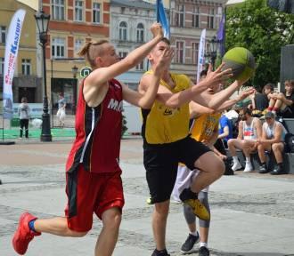Turniej streetballa w Wejherowie. Plac Wejhera zamienił się w boisko do ulicznej koszykówki [ZDJĘCIA]