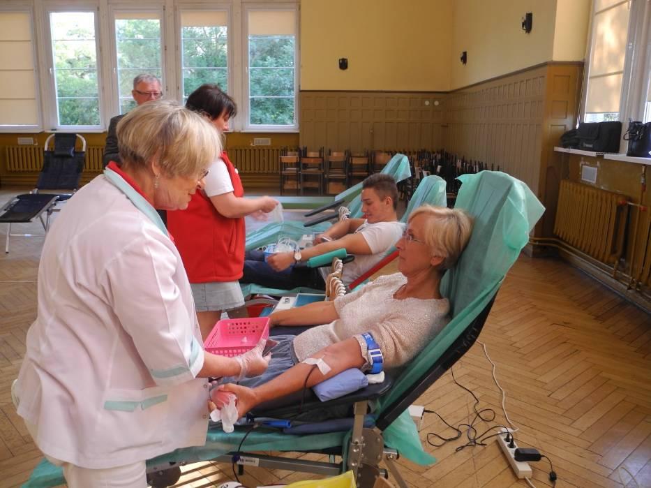 Podczas akcji w ZS nr 1 krew oddawali też działacze PCK