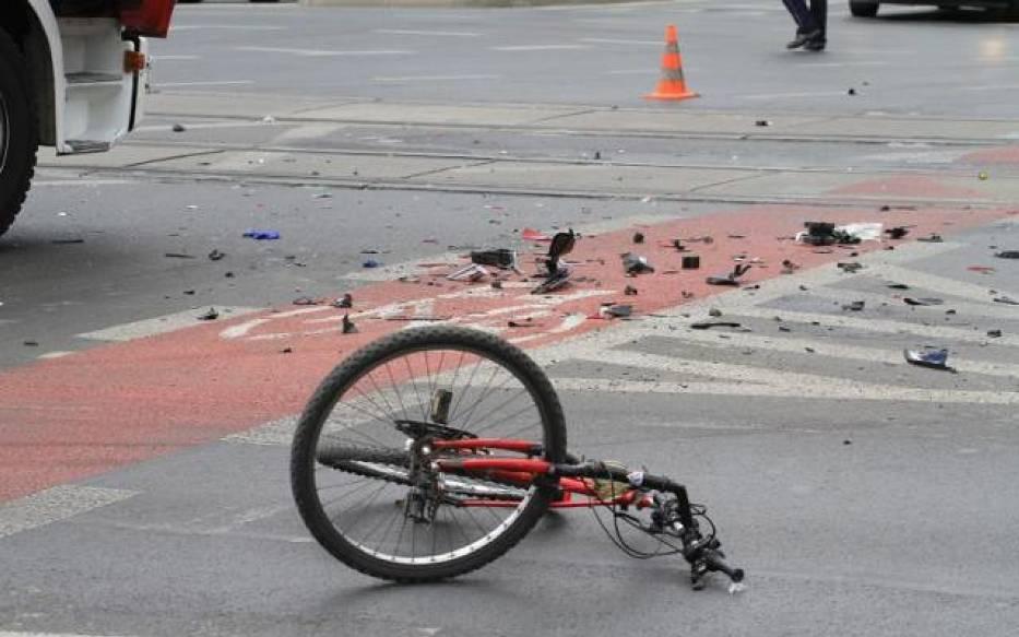 Winnym wypadku z rowerzystą był kierowca osobówki
