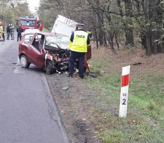 Śmiertelny wypadek, 60-letni kierowca uderzył czołowo w ciężarówkę