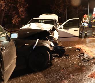 Wypadek w Jastrzębiu! Cztery osoby ranne w czołowym zderzeniu samochodów bmw! Wypadek spowodował