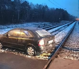 Kalisz: Zablokował auto między torami. Kierowca był kompletnie pijany!