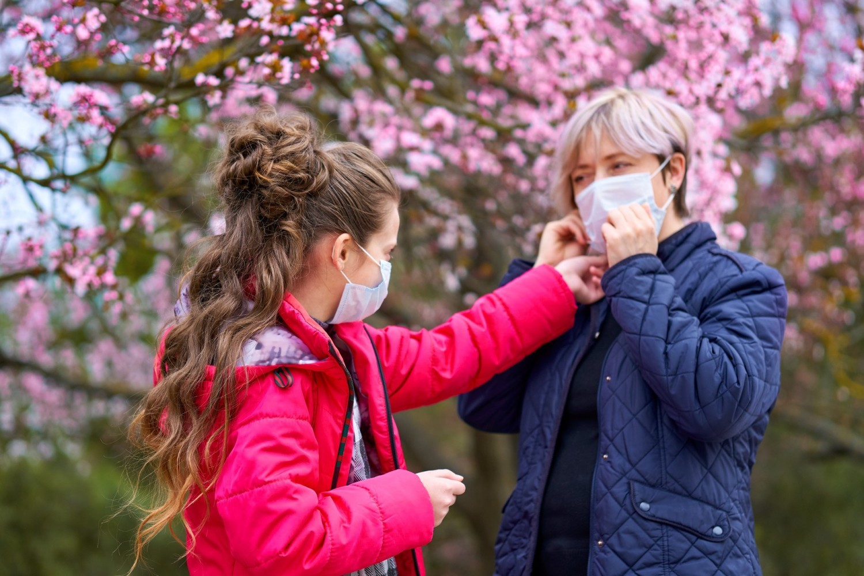 Wpływ stężenia pyłków w powietrzu na zachorowalność na COVID-19 uzależniony jest od innych czynników, takich jak jego zanieczyszczenie