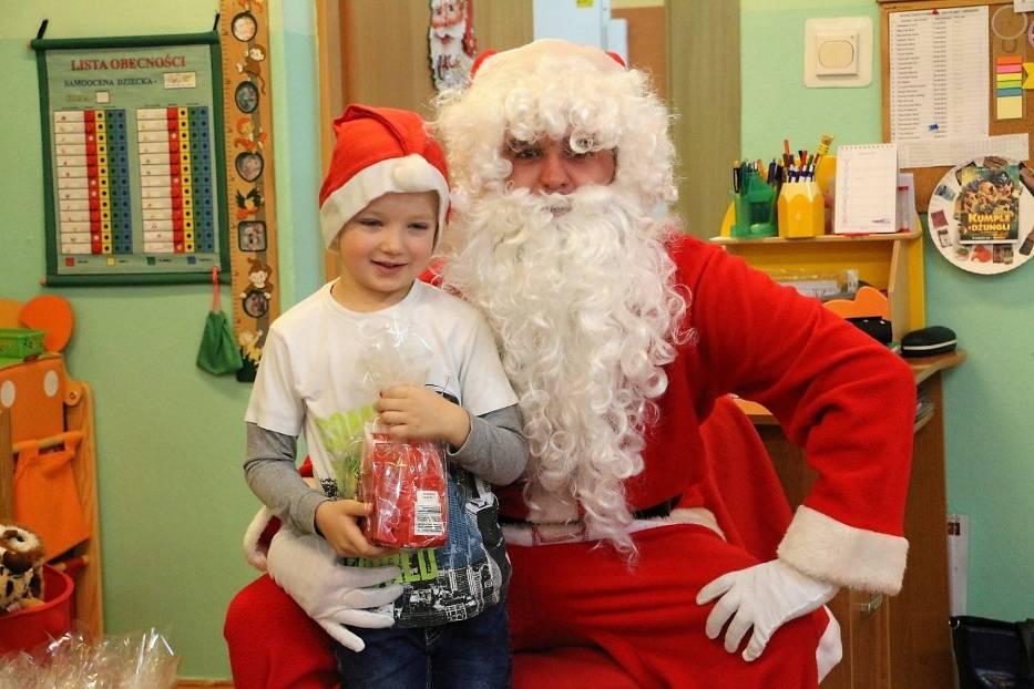 Przedszkole nr 3 w Złotowie odwiedził św. Mikołaj