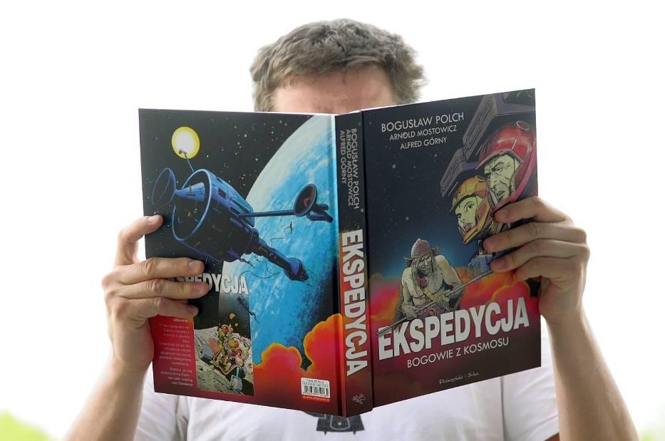 """Jednotomowe wydanie komiksu """"Ekspedycja. Bogowie z kosmosu"""""""