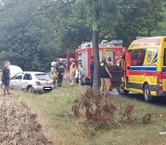 Dachowanie auta na trasie do Skorzęcina. 2 osoby ranne [FOTO, FILM]