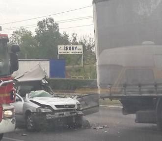 Wypadek na Szosie Lubickiej. Kierowca w szpitalu
