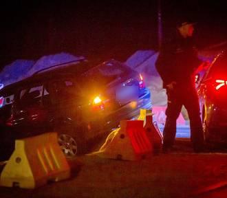 Wypadek na rondzie Tesco. Pijany kierowca BWM staranował barierki ronda, gdzie trwa budowa obwodnicy