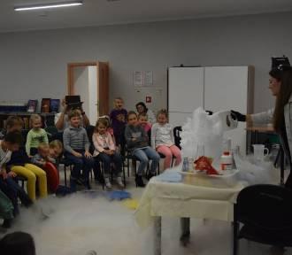 Noc bibliotek 2019 we Włocławku. Dzieciom podobały się eksperymenty [zdjęcia]