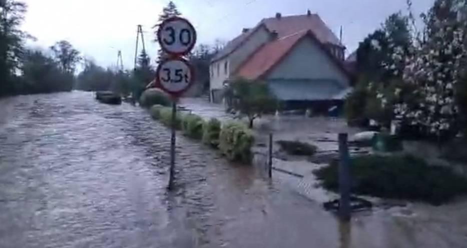 Zalane miejscowości w powiecie ząbkowickim, kadr z transmisji prowadzonej na facebook