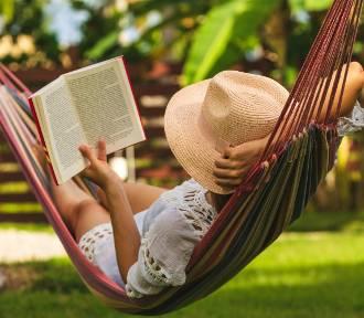 Kalendarz dni wolnych od pracy w 2021 roku. Kiedy wziąć urlop, by wydłużyć wakacje?
