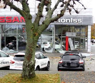 Jest śledztwo w sprawie zawalonego dachu na salonie Nissana w Lublinie (ZDJĘCIA)