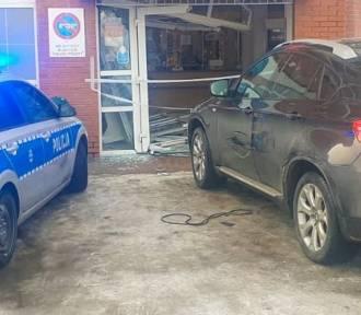 Kobieta w BMW wjechała w pocztę. Pomyliła gaz z hamulcem