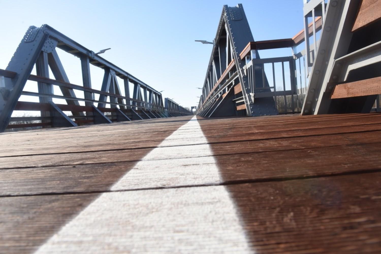 Zdjęcia ścieżki rowerowej na moście w Stanach, koło Nowej Soli, 25 marca 2020 r
