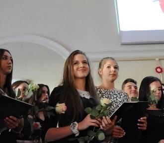 Trzecie klasy z gimnazjum przy ul. Poznańskiej zakończyły rok szkolny [ZDJĘCIA]