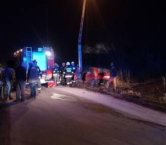 Walnął autem w betonowy słup. Kierowca przeżył, miał 3,5 promila w wydychanym powietrzu
