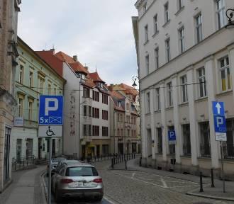 Wałbrzych: To jest ulica Sienkiewicza, prawie wszystkie kamienice po remoncie
