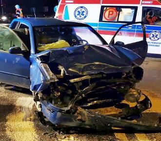 Trzy osoby poszkodowane, dwa auta rozbite. Nocny wypadek w Mszanie Dolnej