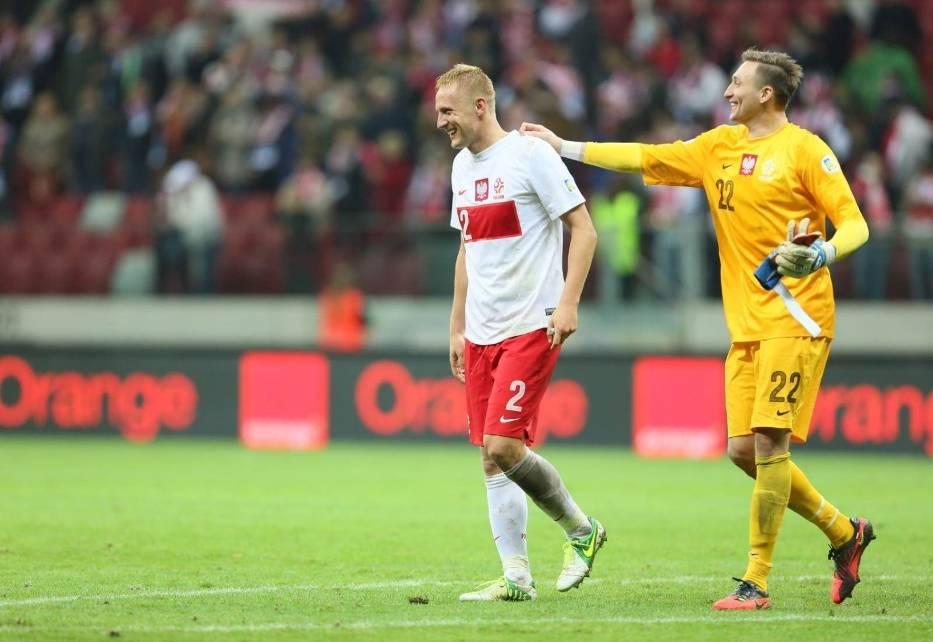 Piłkarze reprezentacji Polski Kamil Glik (L) i Przemysław Tytoń (P) po meczu eliminacyjnym mistrzostw świata z Anglią w Warszawie, 17 bm