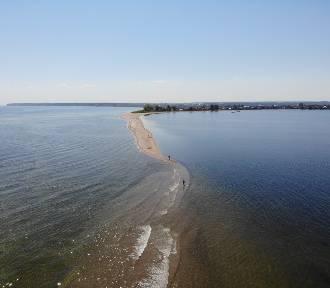 Cypel w Rewie i ujście rzeki Redy z lotu ptaka wykonał Artur Rożek. Zobacz gminę Kosakowo i Zatokę