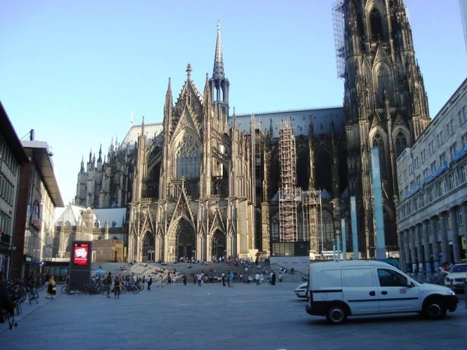 Wizytówką miasta jest gotycka katedra - Kölner Dom