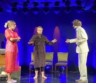 Młodzi aktorzy Małej Akademii Teatralnej zdobyli gorące brawa po premierze sztuki