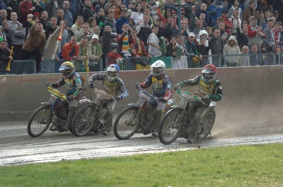 Na żużlowe lubuskie derby w sezonie 2006 kibice w Zielonej Górze i Gorzowie czekali mocno stęsknieni, ponieważ było to pierwsze starcie Falubazu i Stali od 2001 roku