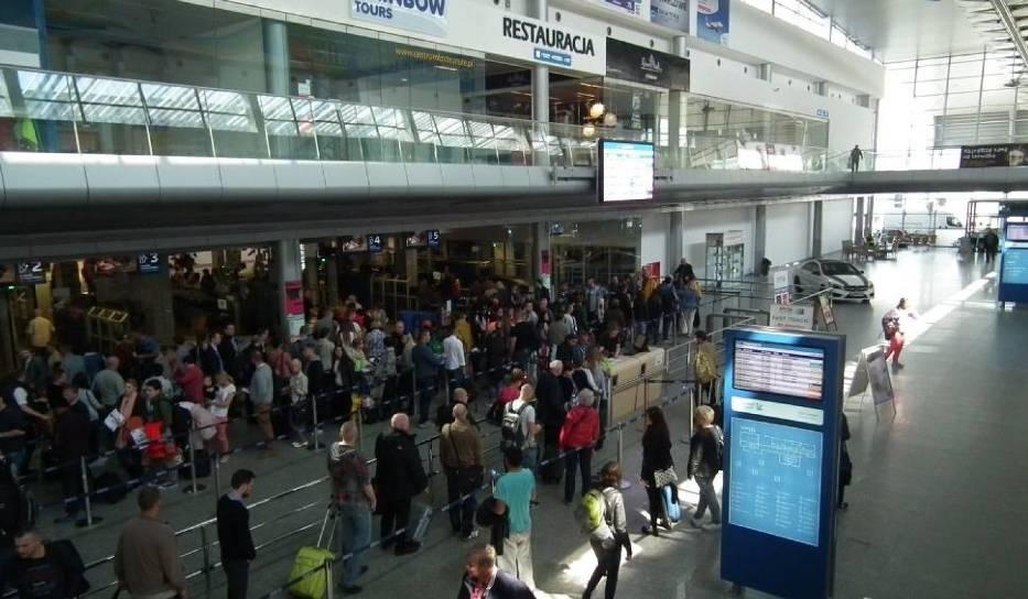 Wzmożonym kontrolom granicznym mają podlegać przede wszystkim podróżni przylatujący do Poznania